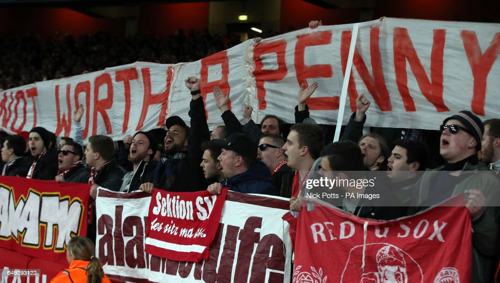 Arsenal v Bayern Munich - UEFA Champions League - Round of 16 - Second Leg - Emirates Stadium : News Photo
