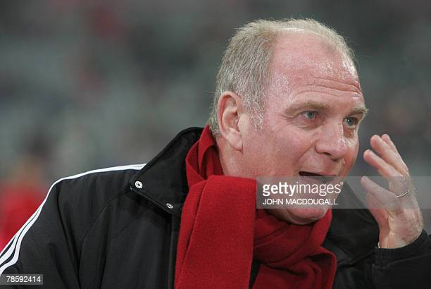 Bayern Munich Manager Uli Hoeness stands on the pitch prior to the Bayern Munich vs Aris Thessaloniki group F UEFA Cup football match in Munich 19...