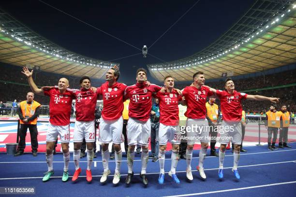 Bayern Munich players celebrate following their sides victory in the DFB Cup final between RB Leipzig and Bayern Muenchen at Olympiastadion on May 25...