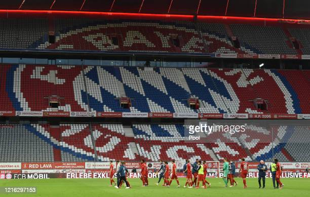 Bayern Munich players walk off the pitch after the Bundesliga match between FC Bayern Muenchen and Fortuna Duesseldorf at Allianz Arena on May 30,...
