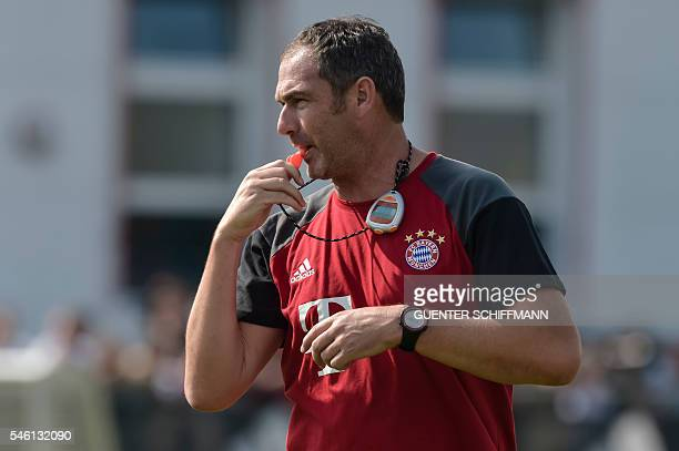 Bayern Munich's assistent coach Paul Clement in action at the club's training area in the southern German city of Munich on July 11 2016 / AFP /...