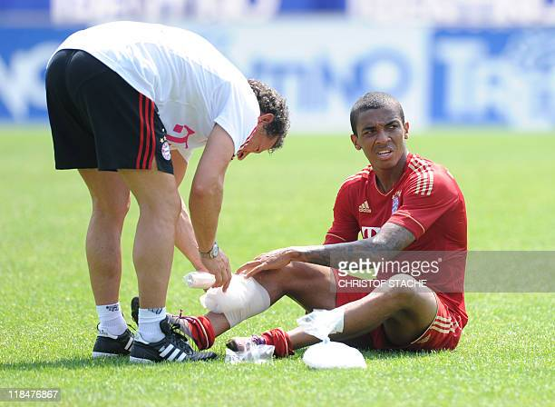 Bayern Munich's Brazil defender Luiz Gustavo gets an ice cooling after the training session of the German first soccer division Bundesliga team FC...