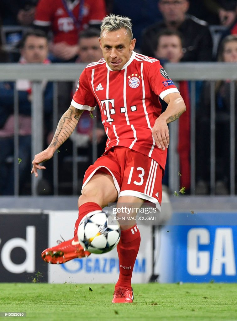 Bayern Munich's Brazilian defender Rafinha passes the ball during the UEFA Champions League quarter-final second leg football match between FC Bayern Munich and Sevilla FC on April 11, 2018 in Munich, southern Germany. / AFP PHOTO / John MACDOUGALL