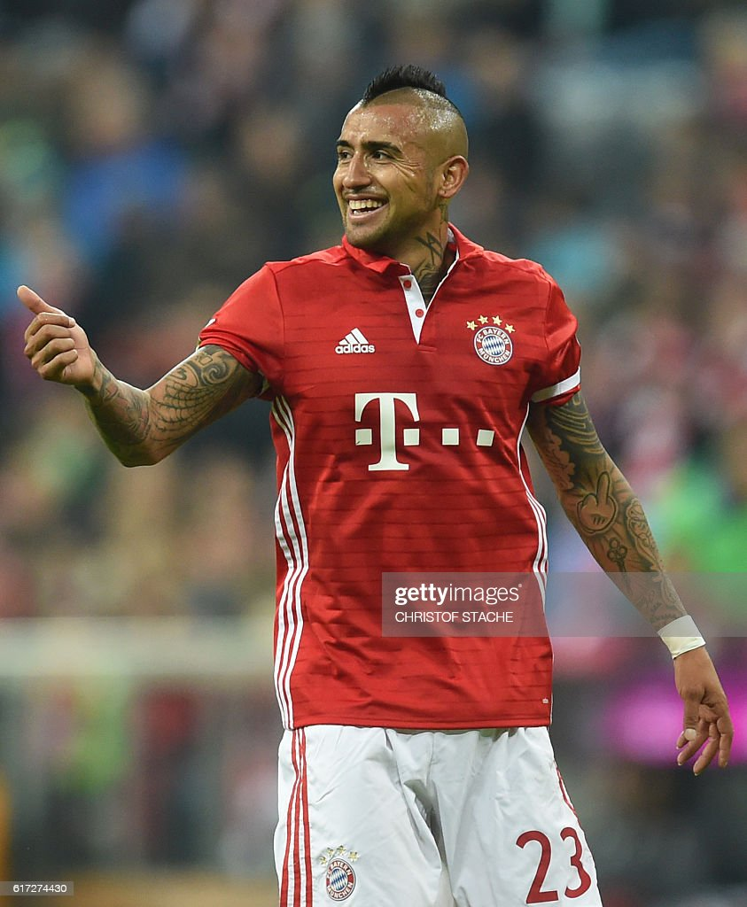 Bayern Munich's Chilian midfielder Arturo Vidal celebrates after scoring the opening goal during the German first division Bundesliga football match between FC Bayern Munich and Borussia Moenchengladbach in Munich, southern Germany, on October 22, 2016. / AFP / CHRISTOF