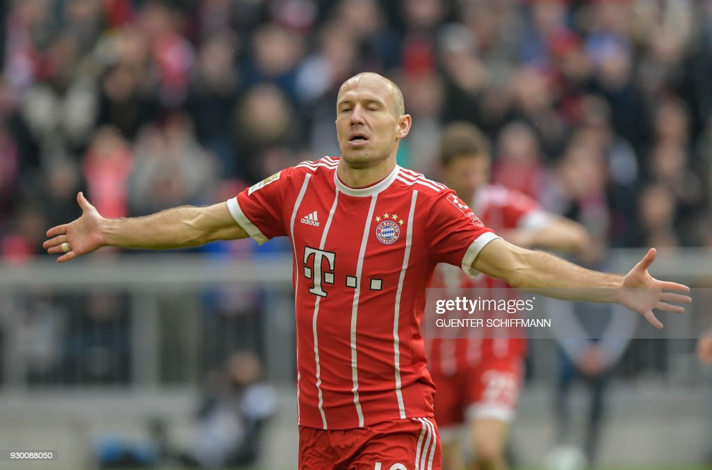 Bayern Munich's Dutch midfielder Arjen Robben celebrates after scoring the fourth goal during the German first division Bundesliga football match Bayern Munich vs Hamburger SV in Munich on March 10, 2018. / AFP PHOTO / Guenter