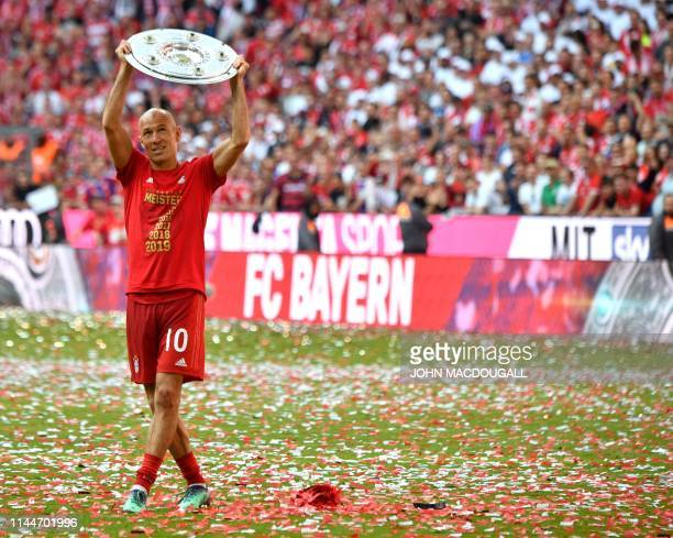 Bayern Munich's Dutch midfielder Arjen Robben celebrates with the trophy after the German First division Bundesliga football match FC Bayern Munich v...