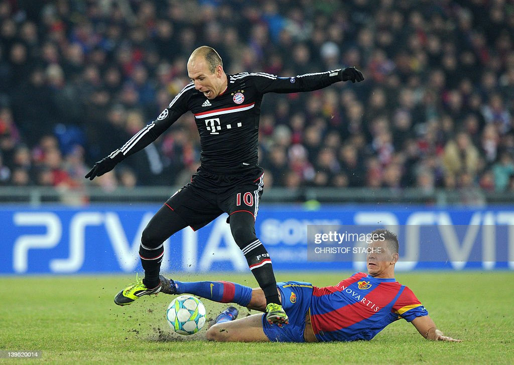 Bayern Munich's Dutch midfielder Arjen R : News Photo