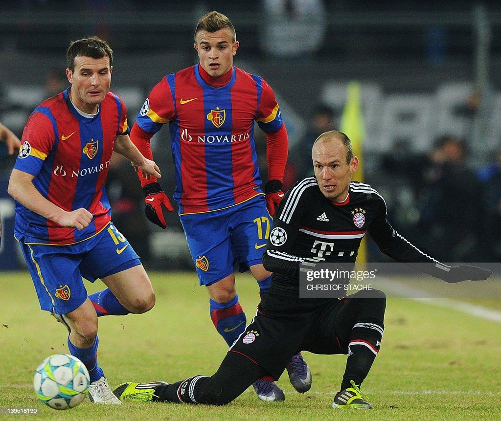 Bayern Munich's Dutch midfielder Arjen R : News Photo
