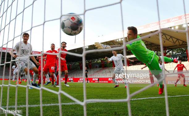 Bayern Munich's French defender Benjamin Pavard scores their second goal during the German first division Bundesliga football match FC Union Berlin v...