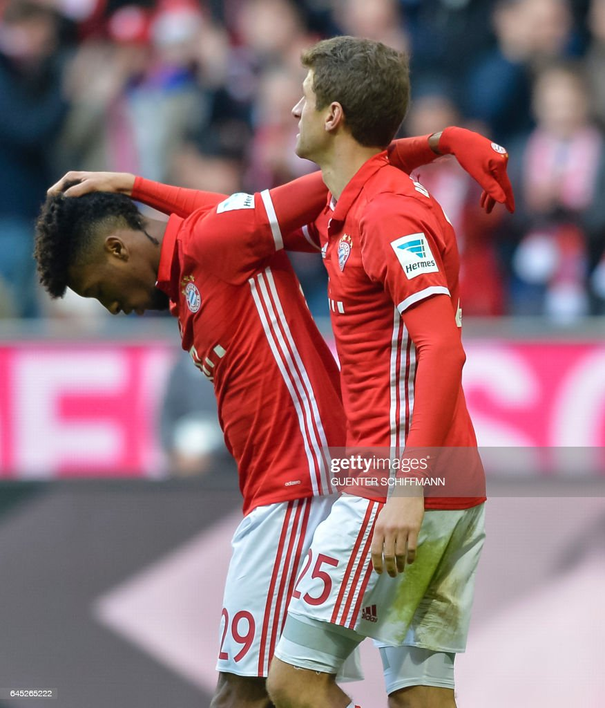 Bayern Munich's French forward Kingsley Coman (L) and Bayern Munich's forward Thomas Mueller celebrate the sixth goal for their team during the German first division Bundesliga football match between Bayern Munich and Hamburger SV in Munich, southern Germany, on February 25, 2017. / AFP / Guenter