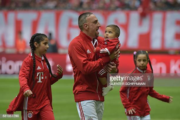 TOPSHOT Bayern Munich's French midfielder Franck Ribery and his children are seen on tge pitch prior to the German first division Bundesliga football...