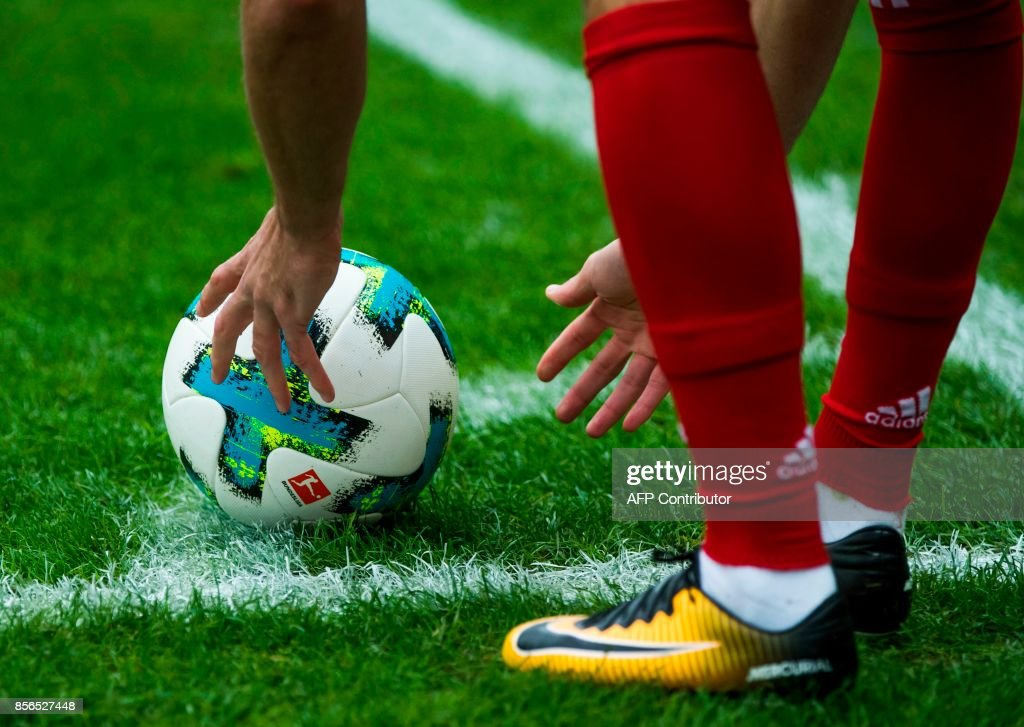 FBL-GER-BUNDESLIGA-HERTHA BERLIN-BAYERN MUNICH : News Photo