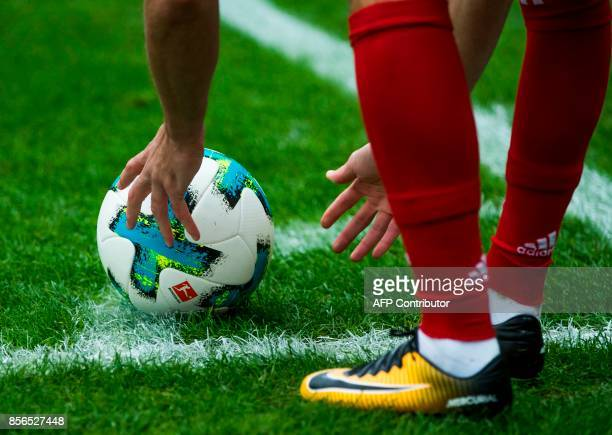Bayern Munich's French midfielder Franck Ribery place the ball for a corner kick during the German first division Bundesliga football match Berlin vs...