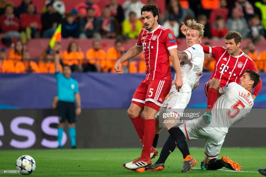 Bayern Munich's German defender Mats Hummels (L) and Bayern Munich's German forward Thomas Mueller (2R) vie with Sevilla's Danish defender Simon Kjaer (2L) and Sevilla's French defender Clement Lenglet during the UEFA Champions League quarter-final first leg football match between Sevilla FC and Bayern Munich at the Ramon Sanchez Pizjuan Stadium in Sevilla on April 3, 2018. /