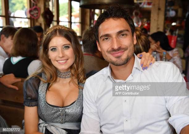 Bayern Munich's German defender Mats Hummels and his wife Cathy pose during the traditional visit of FC Bayern Munich to the Oktoberfest beer...