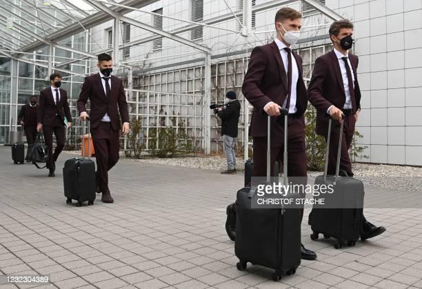 Bayern Munich's German forward Thomas Mueller, Bayern Munich's German midfielder Joshua Kimmich, Bayern Munich's French defender Lucas Hernandez,...