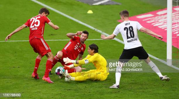 Bayern Munich's German forward Thomas Mueller, Bayern Munich's Polish forward Robert Lewandowski, Moenchengladbach's Swiss goalkeeper Yann Sommer and...