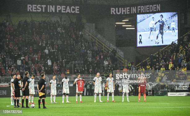 Bayern Munich's German forward Thomas Mueller holds a jersey with Nr.9 during a minute of silence for late football player Gerd Mueller ahead the...