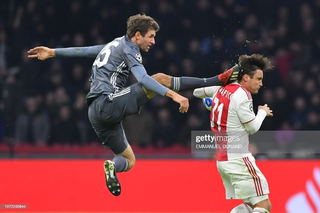 TOPSHOT-FBL-EUR-C1-AJAX-BAYERN-MUNICH : News Photo