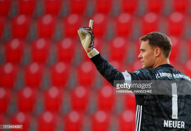 Bayern Munich's German goalkeeper Manuel Neuer gestures during the German first division Bundesliga football match FC Union Berlin v FC Bayern Munich...