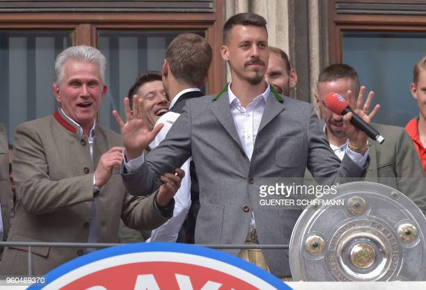 Bayern Munich's German head coach Jupp Heynckes and his players including German forward Sandro Wagner celebrate on the balcony of the city hall in...