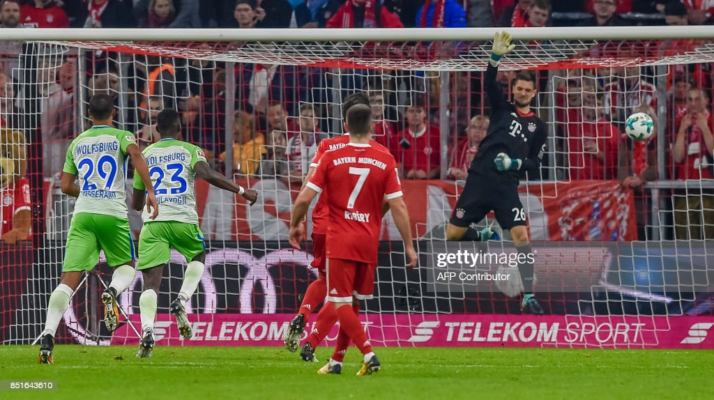 FBL-GER-BUNDESLIGA-BAYERN MUNICH-WOLFSBURG : News Photo