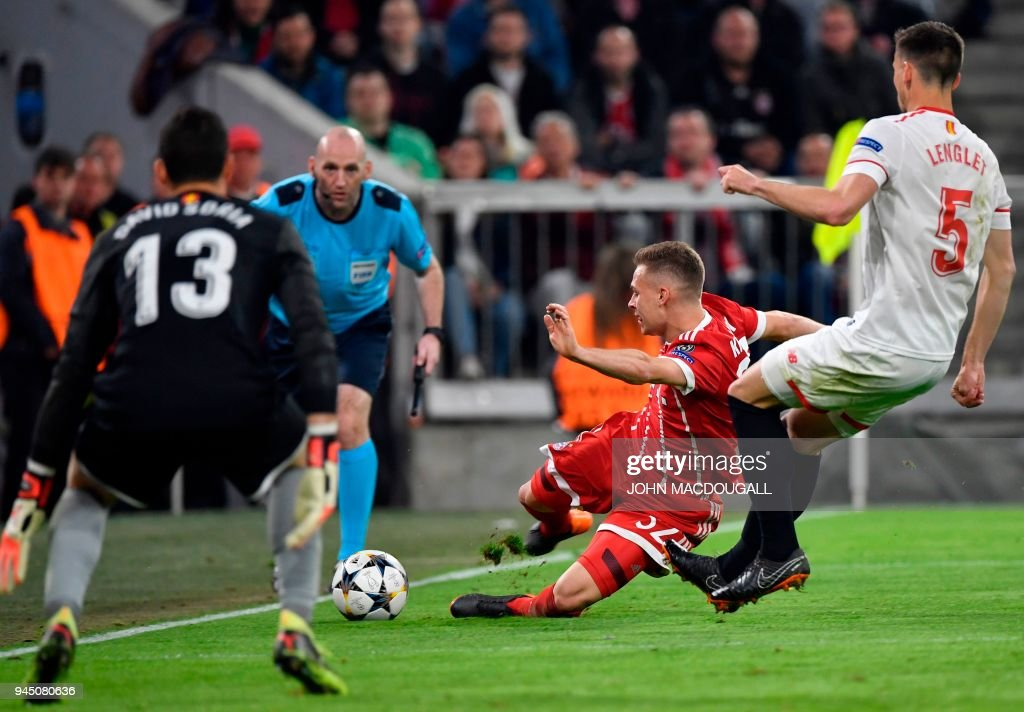 Bayern Munich's German midfielder Joshua Kimmich (C) vies with Sevilla's French defender Clement Lenglet during the UEFA Champions League quarter-final second leg football match between FC Bayern Munich and Sevilla FC on April 11, 2018 in Munich, southern Germany. / AFP PHOTO / John MACDOUGALL