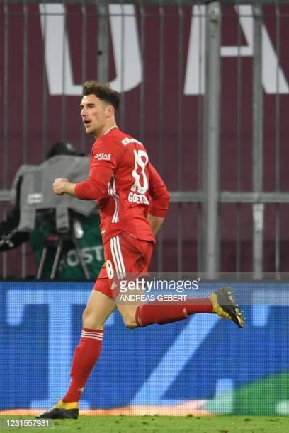 Bayern Munich's German midfielder Leon Goretzka celebrates scoring his team's third goal during the German first division Bundesliga football match...
