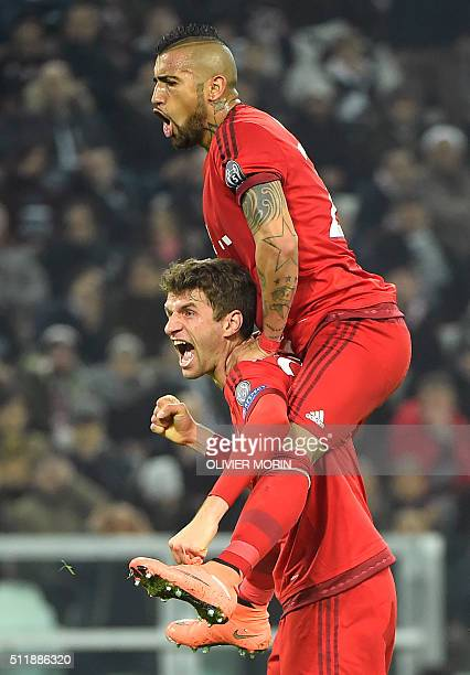 Bayern Munich's German midfielder Thomas Mueller celebrates with Bayern Munich's Chilean midfielder Arturo Vidal after scoring a goal during the UEFA...