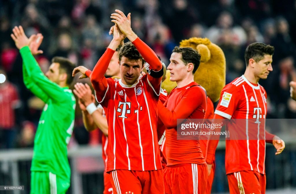 Bayern Munich's German striker Thomas Mueller and teammates celebrate at the end of the German first division Bundesliga football match, Bayern Munich v TSG 1899 Hoffenheim, on January 27, 2018 in Munich, southern Germany. / AFP PHOTO / Gunter