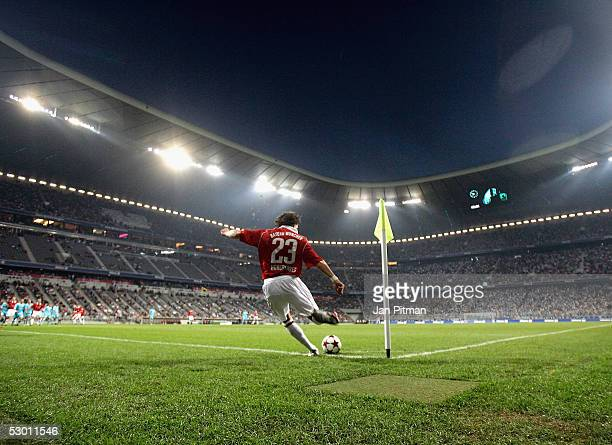 Bayern Munich's Owen Hargreaves takes a corner kick during the opening friendly game between FC Bayern Munich and TSV 1860 Munich in the Allianz...
