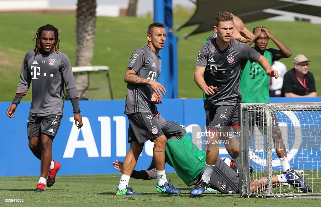 Bayern Munich's players take part in a training session at the Aspire Academy in Doha on January 4, 2017. Bayern Munich is training at the Aspire Academy in Doha for a week. / AFP / KARIM
