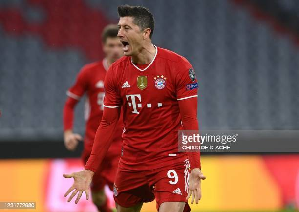 Bayern Munich's Polish forward Robert Lewandowski celebrates scoring the opening goal from the penalty spot with his teammates during the UEFA...