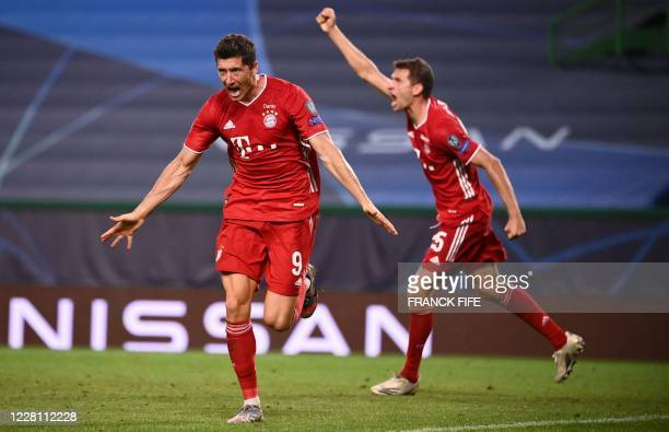 Bayern Munich's Polish forward Robert Lewandowski celebrates with Bayern Munich's German forward Thomas Mueller after scoring a goal during the UEFA...