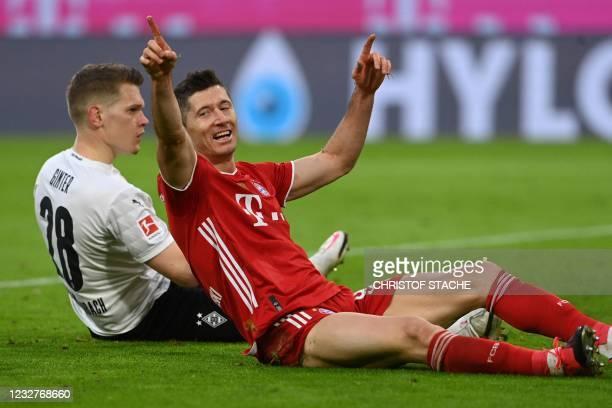 Bayern Munich's Polish forward Robert Lewandowski reacts nex t to Moenchengladbach's German defender Matthias Ginter during the German first division...