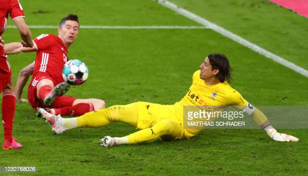 Bayern Munich's Polish forward Robert Lewandowski vies for the ball with Moenchengladbach's Swiss goalkeeper Yann Sommer during the German first...