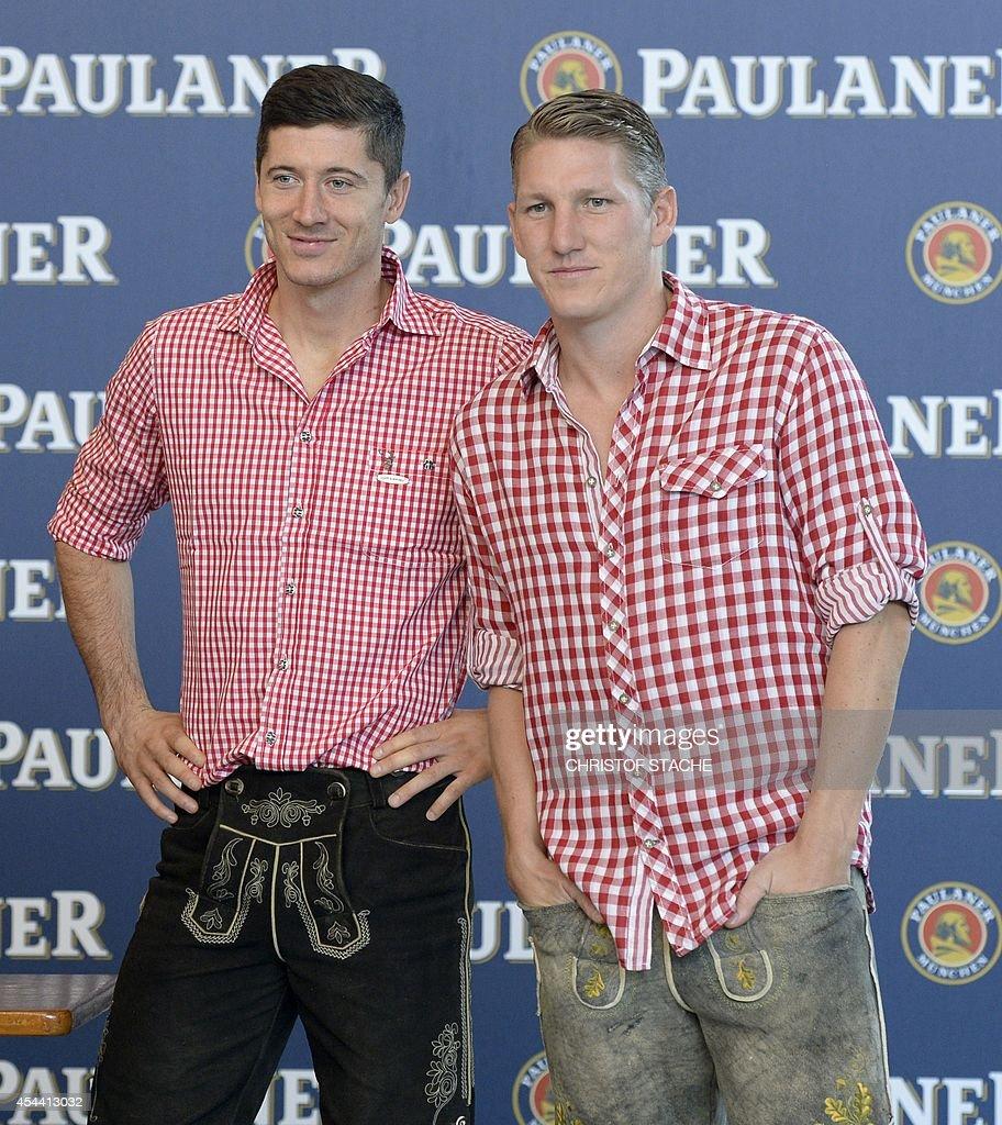 ¿Cuánto mide Bastian Schweinsteiger? - Real height Bayern-munichs-polish-striker-robert-lewandowski-and-his-teammate-picture-id454413032
