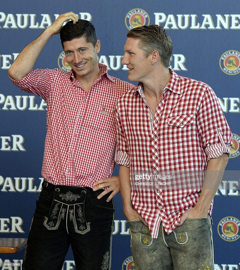 ¿Cuánto mide Bastian Schweinsteiger? - Real height Bayern-munichs-polish-striker-robert-lewandowski-and-his-teammate-picture-id454413068