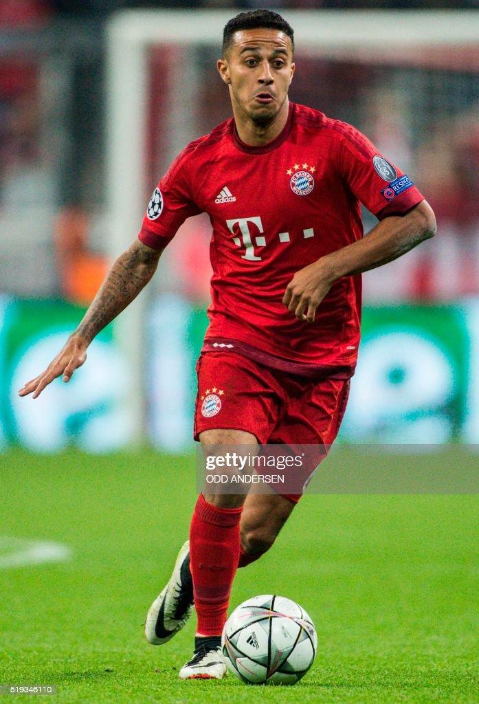 Bayern Munich's Spanish midfielder Thiago Alcantara runs with the ball during the Champions League quarter-final, first-leg football match between Bayern Munich and Benfica Lisbon in Munich, southern Germany, on April 5, 2016.
