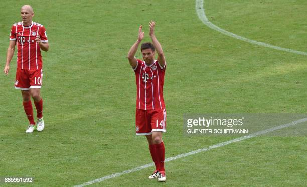 TOPSHOT Bayern Munich's Spanish midfielder Xabi Alonso greets fans after the German First division Bundesliga football match Bayern Munich vs SC...