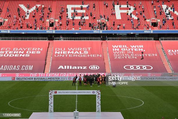 Bayern Munich's team players celebrate with their supporters after the German first division Bundesliga football match Bayern Munich vs FC Augsburg...
