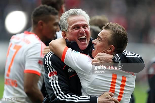 Bayern Spieler feiern die vorzeitige deutsche Meisterschaft 2013 Jupp Heynckes , Trainer FC Bayern München jubelt mit Xherdan Shaqiri Fussball...