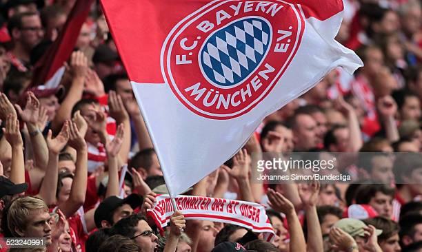 Bayern-Fans in der Suedkurve mit Fahnen, gesehen waehrend Bundesliga Spieles zwischen dem FC Bayern Muenchen und Borussia Moenchengladbach am in der...