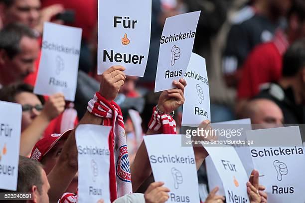 Bayern-Fans solidarisieren sich vor dem Start des Bundesliga Spieles zwischen dem FC Bayern Muenchen und Borussia Moenchengladbach am in der...