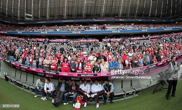 Bayern-Fans warten auf das Bundesliga Spiel zwischen dem FC Bayern Muenchen und Borussia Moenchengladbach am in der Muenchner Allianz-Arena.