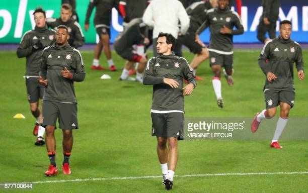 Bayern's defenders Jerome Boateng and Bayern's Mats Hummels attend a training session on November 21 2017 in Brussels on the eve of the UEFA...