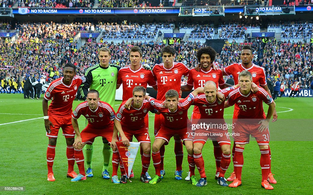 Soccer uefa champions league final 2013 borussia dortmund vs bayerns team during the uefa champions league final borussia dortmund vs bayern munich voltagebd Choice Image