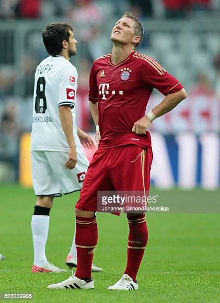Bayern-Spieler Bastian Schweinsteiger aergert sich nach dem verlorenen Bundesliga Spiel zwischen dem FC Bayern Muenchen und Borussia Moenchengladbach...