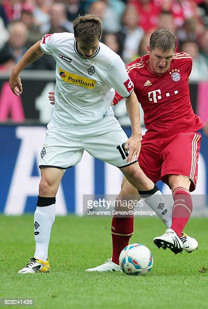 BayernSpieler Bastian Schweinsteiger und BorussiaSpieler Havard Nordtveit kaempfen beim BundesligaSpiel zwischen dem FC Bayern Muenchen und Borussia...