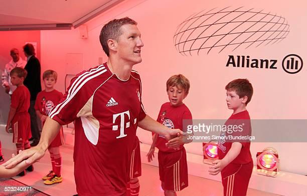 BayernSpieler Bastian Schweinsteiger wartet im SpielerTunnel auf den Start des Bundesliga Spieles zwischen dem FC Bayern Muenchen und Borussia...
